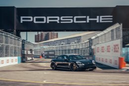 ปิดท้ายฤดูกาลแข่งขันด้วยกิจกรรม Porsche Triple Demo Run กลางมหานครนิวยอร์ค