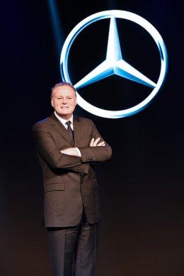 เมอร์เซเดส-เบนซ์ เผยปี 60 จำหน่ายสูงถึง 14,484 คัน ปี 61 เตรียมส่งรถใหม่อีก 10 รุ่น