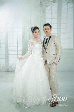รีวิวชุดแต่งงานโดยนางแบบและนายแบบ