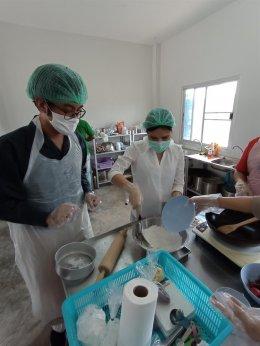 """คณะเกษตรศาสตร์ฯ จัดโครงการบริการวิชาการ กิจกรรมแปรรูปและผลิตภัณฑ์ ได้แก่ """"การทำน้ำสลัด HOMEMADE และการทำขนมไดฟูกุ"""""""