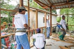 'เฌอร่า' มุ่งช่วยชาวนครศรีฯ ซ่อมสร้างบ้านหลังเผชิญพายุปาบึก