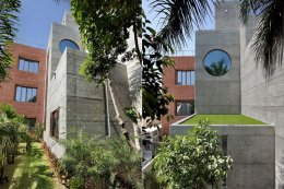 บ้านสไตล์อินเดีย โดดเด่นด้วยสถาปัตยกรรมทางคอนกรีตและการตกแต่งแบบผสมผสาน