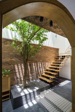 การออกแบบบ้านเขตร้อนในเวียดนาม พร้อมลานภายใน
