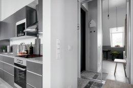ห้องใต้หลังคาดีไซน์ทันสมัย ที่ตกแต่งด้วยสีเทาเป็นหลัก แบบที่ 1