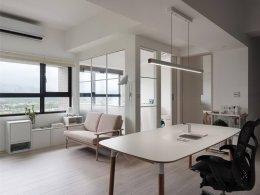 ทำ Home office สวยๆในอพาร์ทเมนท์สีขาว