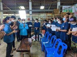 สำนักงานพัฒนาฝีมือแรงงานแพร่ จัดโครงการการเพิ่มมูลค่าผลิตภัณฑ์ไม้ด้วยเรซิ่น