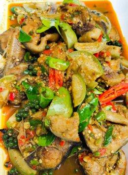 ข้าวแกงเพชรบุรี By Moon Terrace มีกับข้าวแกงไทยที่หลากหลาย รสชาติเข้ม อร่อยต้นรับไทย พร้อมส่งฟรี!