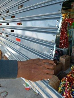 ซ่อมประตูม้วน ตลาดไท-ตลาดไอยลา ปทุมธานื งานรื้อประตูม้วนของเก่าออกติดตั้งของใหม่