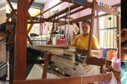 พัฒนายกระดับผลิตภัณฑ์ OTOP นวัตกรรมผ้าทอไทย - ยวน จังหวัดราชบุรี