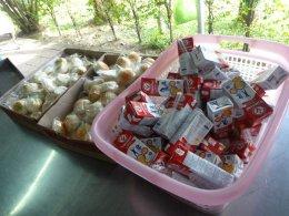 กิจกรรมเพื่อสังคมของบริษัท เดย์ อินเตอร์ฟู๊ดส์ 11.8.59 พาพ่อเลี้ยงอาหารบ้านพัก คนชรา นครปฐม