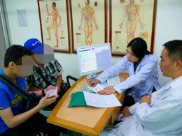 ตรวจผู้ป่วยโรคมะเร็ง *ไม่มีค่าใช้จ่าย โดย แพทย์จีน สวี เว่ย เจี๋ย โรงพยาบาลหลงหัว