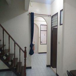 ให้เช่าทาวน์เฮ้าส์ 2 ชั้น  ใกล้ MRT สุทธิสาร  ซอย  รัชดา 18 ID - 192656