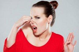 วิธีกำจัดกลิ่นและคราบบนที่นอนให้สะอาดหมดจด