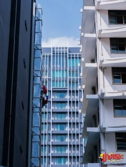 High-rise building glass cleaning