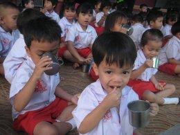 1 องค์กร - 1 วันต่อปี...มีนมและอาหารให้น้องท้องอิ่ม