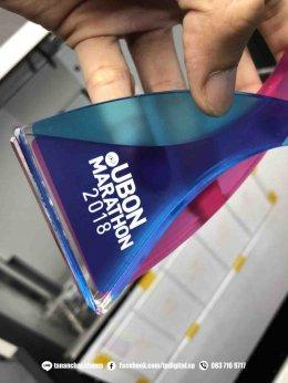 พิมพ์อะคริลิค งานพิมพ์โลโก้ลงบนโล่อะคริลิใส ทรงดอกบัว ลาย UBON MARATHON 2018