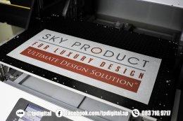 พิมพ์แผ่นอลูมิเนียม แผ่นโลหะ แผ่นสแตนเลส พิมพ์ลายลงบนแผ่นอลูมิเนียมสีเงิน  ลาย SKY PRODUCT