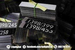 พิมพ์อะคริลิคป้ายห้องพัก ขนาด 120*25มิลลิเมตร จำนวน 1400ชิ้น พิมพ์เลขห้องพักไม่ซ้ำกัน สกรีนลายไว้ด้านในอะคริลิค