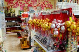 Enjoy shopping local handicraft products