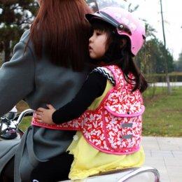 สายรัดนิรภัยเด็ก สำหรับขับขี่มอเตอร์ไซค์ เข็มขัดนิรภัย สายจูงเด็ก ลายกระต่ายสีแดง