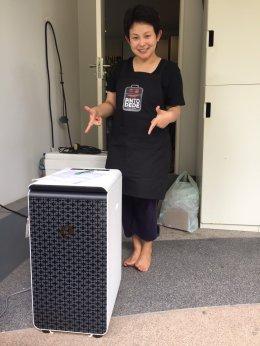 เจ้าหน้าที่ส่งมอบเครื่อง Keeen Bio Composter แก่ลูกค้า