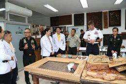พลจัตวา โจเอล บี วาลฟ์ รองผู้อำนวยการฝ่ายแผนและนโยบายยุทธศาสตร์ กองกำลังสหรัฐฯ ภาคพื้นอินโด-แปซิฟิก/ผู้จัดการประชุมฝ่ายสหรัฐฯ และคณะเข้าสำรวจพื้นที่ รพ.ผศ.