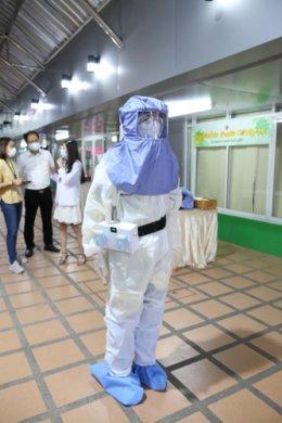คุณอนุชา  บูรพชัยศรี  โฆษกประจำสำนักนายกรัฐมนตรี มอบอุปกรณ์ป้องกันการติดเชื้อไวรัส COVID 19 (ชุด PAPR)