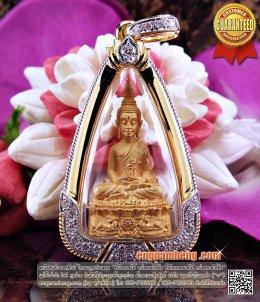 พระชัยนฤมิตรโชคเนื้อทองคำ หลวงพ่อจรัญ ฐิตธมฺโม วัดอัมพวัน พร้อมกรอบทองคำประดับเพชรเบลเยี่ยม สวยกริ๊ปค่ะ