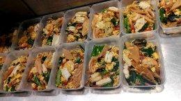 ส่งข้าวกล่องฮองมิน 10 กล่อง แถมฟรี 1 กล่อง !! พิเศษสุดๆๆๆ แจกน้ำเก๊กฮวยอีก  2 เหยือก