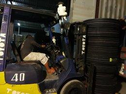 ยางรถบรรทุกจีนราคาถูก | ตู้ยางรถบรรทุก มาแล้วจ้าาา ลงของเสร็จแล้วจ้า @ 2 ทุ่ม ขายดี๊ ขายดี มาลงปุ๊บ ลูกค้ามารอรับเลย