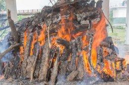 ชาวฮินดู เมืองกุสินารา นิมนต์พระไทย ทำพิธีฌาปนกิจ ริมแม่น้ำหิรัญญวดี