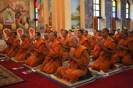 พระวิทยากรกระบวนธรรม สวดมนต์ทำวัตรเช้า ณ วัดไทยพุทธคยา ประเทศอินเดีย