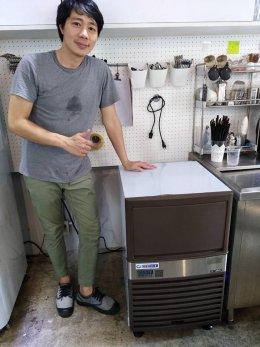 ร้านละเลียดคอฟฟี่  ย่านซอยอารีย์  ก็ใช้เครื่องทำน้ำแข็ง GenIce