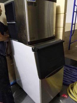 SLOTHSUKIYAKI สาขาใหม่ สุขุมวิท 101  ก็ใช้เครื่องทำน้ำแข็ง GenIce