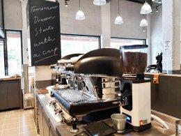 Greyhound Coffee นครปฐม ไว้วางใจเครื่องทำน้ำแข็งเจ็นไอซ์