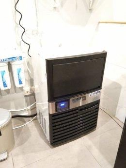 ร้าน  Midnightbirds Cafe เลือกเครื่องทำน้ำแข็งเจ็นไอซ์
