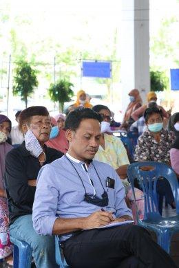 ร่วมรับฟังข้อเสนอจากเวทีประชาคมเพื่อลงคะแนนในแบบสอบถาม ประเด็น ความพึงพอใจต่อการทำงานของเทศบาลตำบลท่าสาป