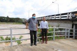 นายวิญญู สิงหเสม ท้องถิ่นจังหวัดยะลา ลงพื้นที่เทศบาลตำบลท่าสาป เพื่อดูระดับน้ำในแม่น้ำปัตตานี