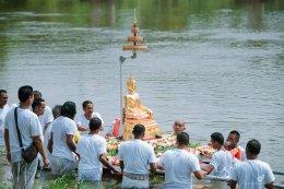 กิจกรรมอัญเชิญพระประธานโบสถ์สรงน้ำแม่น้ำปัตตานี