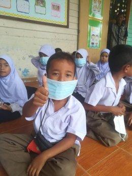 ลงพื้นที่แจกหน้ากากอนามัยให้กับเด็กๆในพื้นที่ตำบลท่าสาป