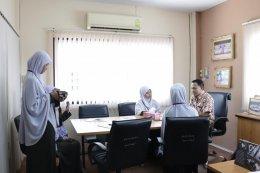 นักศึกษาจากคณะศึกษาศาสตร์ มหาวิทยาลัยฟาฏอนี เข้าพบนายกเทศมนตรีตำบลท่าสาป