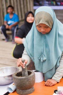 โครงการเสกสร้างพื้นที่ด้วยพลังชนเด็กท่าสาป กิจกรรมที่ 2 กิจกรรมการทำอาหารพื้นบ้านและขนมพื้นบ้าน