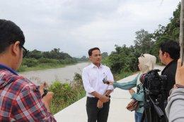 ให้สัมภาษณ์เรื่องสถานการณ์น้ำในตำบลท่าสาป