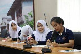 นักศึกษาเข้าสัมภาษณ์และเก็บข้อมูลเรื่องการบริหารเทศบาลตำบลท่าสาป