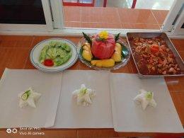 จัดทำอาหารกลางวันแก่เด็กนักเรียน ในช่วงการปิดศูนย์พัฒนาเด็กเล็ก