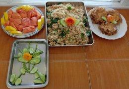 จัดทำอาหารกลางวันแก่เด็กนักเรียนในช่วงการปิดศูนย์พัฒนาเด็กเล็ก