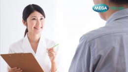 Patient-consults-with-counsellor