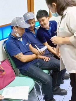พี่เลี้ยงส่งเสริมสุขภาพจาก ศบส.7 และ ศบส.12 ติดตามการช่วยเลิกบุหรี่ที่บริษัท จี.ไอ.เอฟ. เอ็นจิเนียริ่ง จำกัด เขตบางคอแหลม กรุงเทพมหานคร ครั้งที่ 5