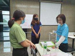 พี่เลี้ยงส่งเสริมสุขภาพจาก รพ.ราชบุรี เข้าสนับสนุนช่วยเลิกบุหรี่ให้กับบริษัท ทรัยแทคท์ จำกัด