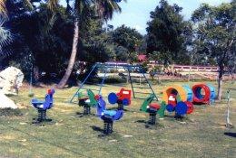 เครื่องเล่น กับ สนามเด็กเล่น